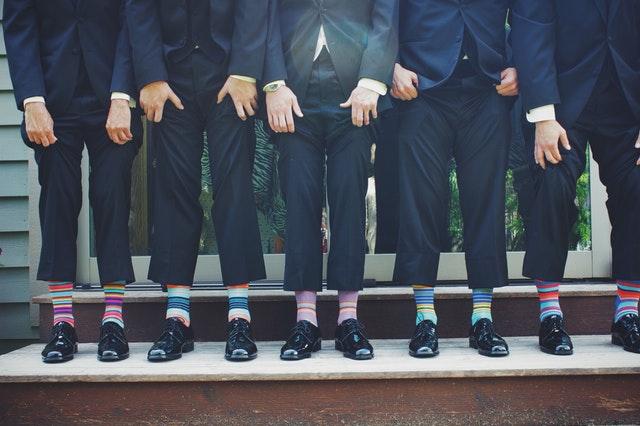 גברים בחתונה